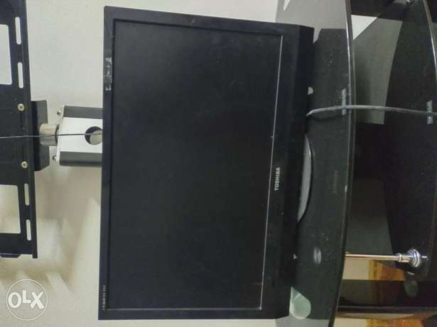 TOSHIBA TV 34 INCHES very good condition