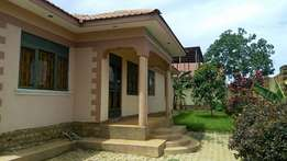 Beautiful 3 bedroom house in bweyogerere-kiwanga at 150m