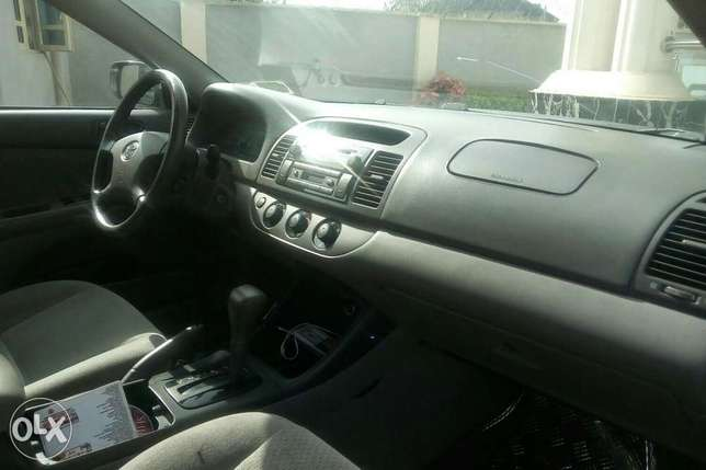 Very clean Toyota Camry, less than 6months used Sagamu - image 4
