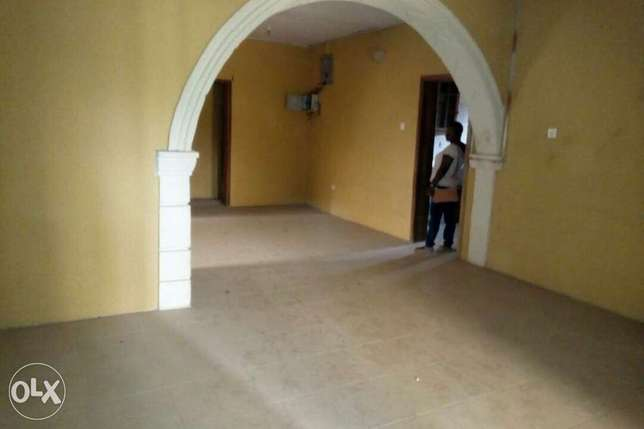 For sale: oneup one dawn of 4bedroom flat Ibadan South West - image 3