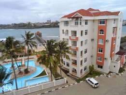 Executive 3 bedroom sea view apartment with gym, pool for long let.
