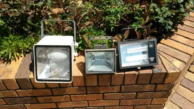 outdoor lights security lights for sale Paulshof - image 1