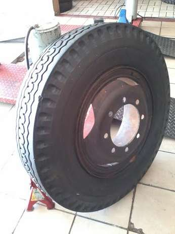 750-16' Second hand truck tyres in 70-75% tread with rims R 1500 each. Pretoria - image 4