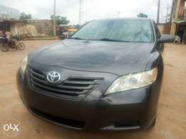 Awoof Toks 2007 Toyota Camry LE with neat fabric seats & full duty