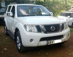 2013 Nissan pathfinder, tiptronic 2.5L diesel, super clean