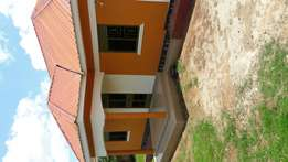 3 bedrooms house on aquick sale in mpererwe kit at 100m