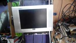 15 inches TV Lg flat