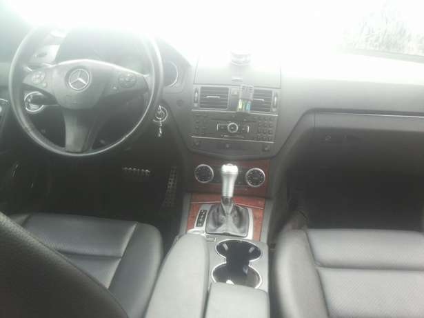 Neat 011 mercedes c350 for sale Ikeja - image 5