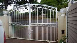 Electric gates with 2 motors and 2 remotes