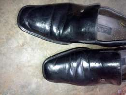 Nicelooking genuine pure leather shoe at just 25000