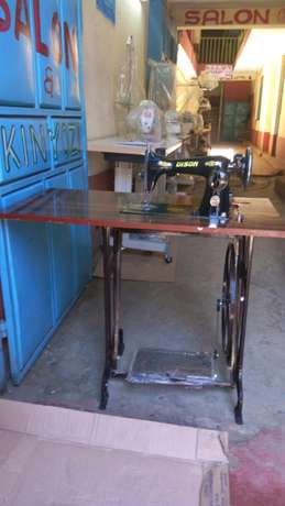 Sewing machines on good price.different machines with its price Githurai - image 3