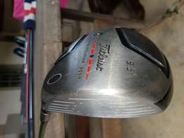 Titleist 905R 9.5° Driver with cover- Excellent condition