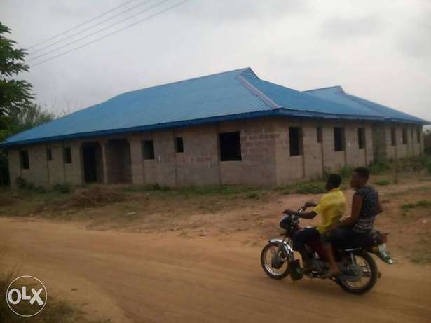 Incomplete 4flat 3bedroom bungalow detchtable for sale Ibadan South West - image 1