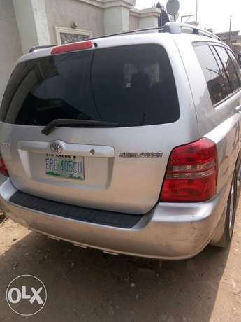 Well maintained Toyota highlander, contact for more details. Adage - image 4