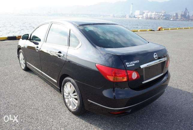 Nissan Bluebird Silphy 2000cc ,2010, leather seats South C - image 2