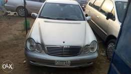 A very sharp 03 mercedes benz C200 up for grab in uyo akwa ibom.