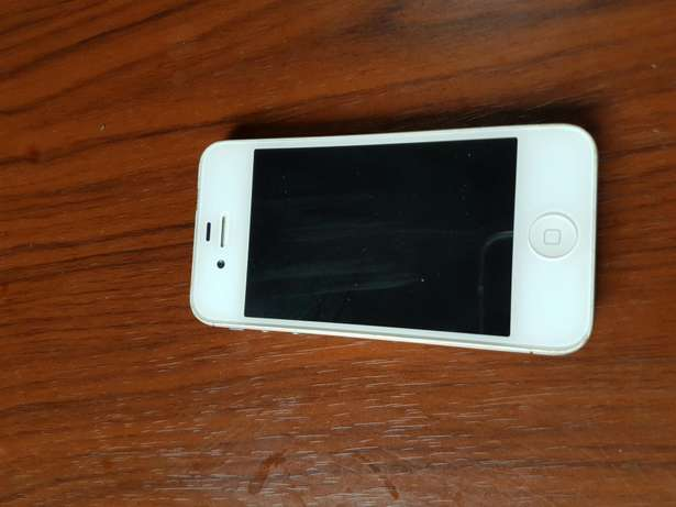 A very neat iPhone 4s 64gb/2gb Gwarinpa Estate - image 3