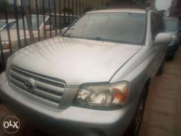 2005 Toyota highlander clean title 3 seater