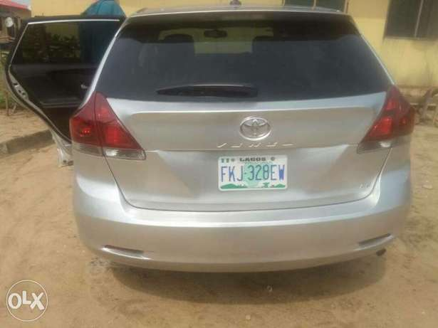 very clean Toyota Venza 2013 with full option Apapa - image 2