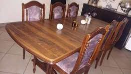 Diningroom table & 6 chairs with server unit