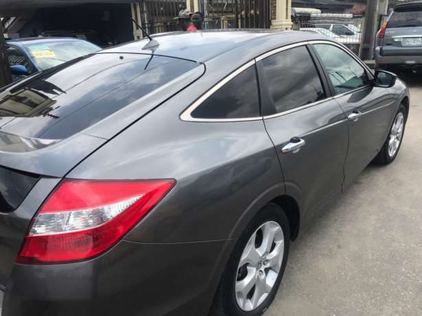 Very Neat Honda Accord Crosstour Surulere - image 5