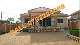 Pastoral setting 4 bedroom Bungalow for sale in Kiira at 250m
