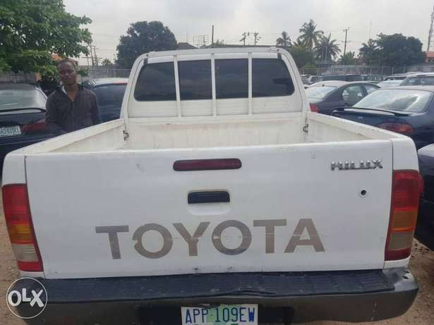 Super clean Toyota Hilux double cabin 2008 model Ikeja - image 5