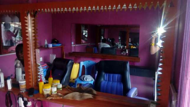Quick Sale Barber Shop Githurai 44 - image 7
