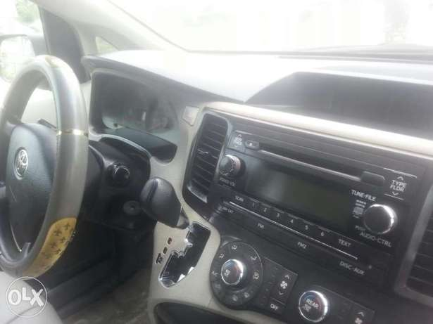 One year used toyota sienna 2012 tincan cleared Apapa - image 4