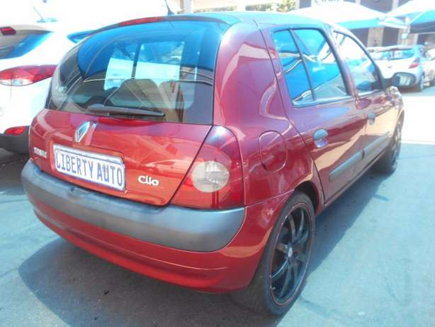 2006 Renault Clio 1.2 Expression Full Service History, Manual Gear 186 Johannesburg CBD - image 8