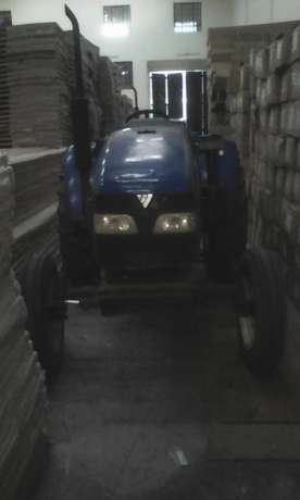 Tractor Selling for Half Price Donholm - image 1