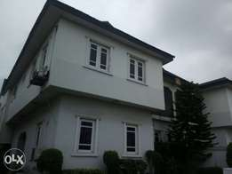 Faily New & solid 5 bedroom duplex for sale at lekki phase 1