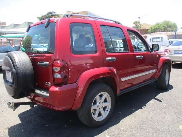 Jeep cherokee 3.7 limited Automatic, 5-Doors, Factory A/c, C/d Play Johannesburg CBD - image 3