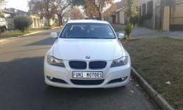 2010 BMW E90 320i Service Book, Mileage 106000, Price R120,000