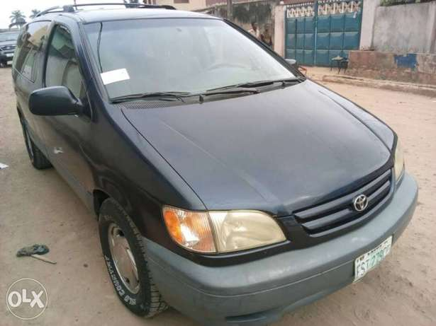 ADORABLE MOTORS: A crispy clean & sound 2002 Toyota Sienna for sale Lagos Mainland - image 2