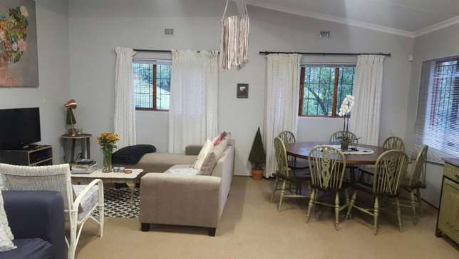 Spacious and Sunny Flat in Tranquil Area. Ideal Lock-up-and-Go. Kloof - image 1