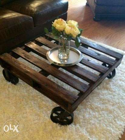 Steel and wood coffe pallet table