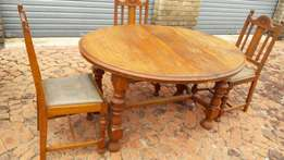 Oak dining room set (with extender table) for sale