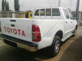 Neatly used 2013 Toyota hilux with petrol engine and manual drive 4 u