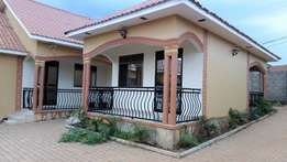 Lovely sitting room and bedroom for in Bweyogerere-Central at 350k