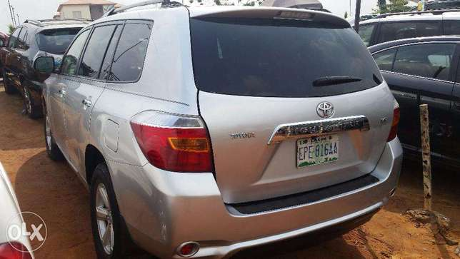 Nigerian Used Toyota Highlander 2009. 3-Row Seat, Excellent Condition. Lagos - image 7