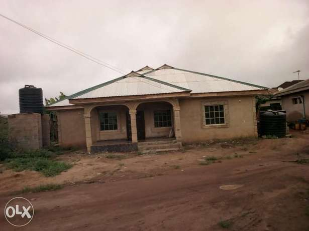 Newly built 3 bedroom house for urgent sale. Ijebu Ode - image 2