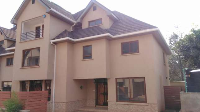 Five bedroom town house Lavington - image 1