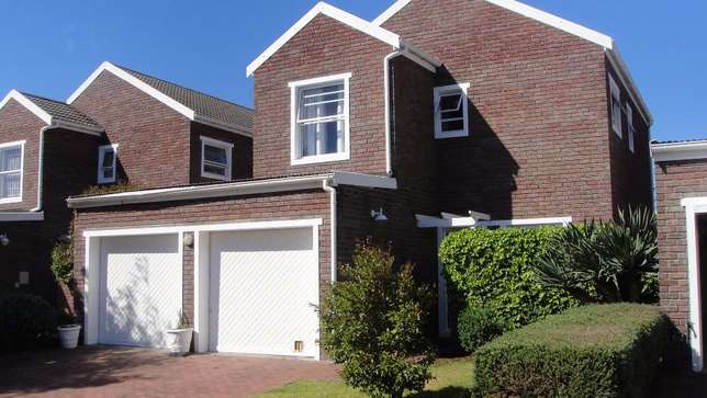 Three bedroom double garage townhouse to rent Sunvalley - image 2