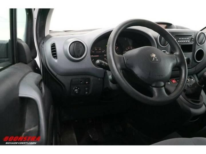 Peugeot Partner 1.6 E-HDI XT Schiebetür Klima Tempo - 2013 - image 17