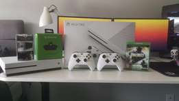 XBOX ONE S 500GB + 2 Controllers,4games , Headset