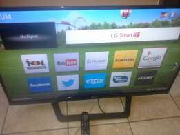 """42 """" LG SMART TV. Model NO :( 42lm6410 ). In Excellent condition"""