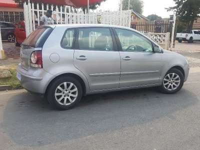 Silver 2009 Volkswagen Polo 1.6 Comfortline Automatic For Sale Johannesburg - image 4