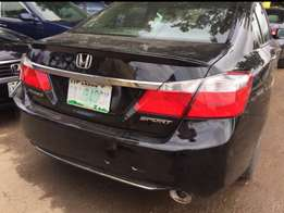 Super clean 2013/014 Honda Accord in excellent condition