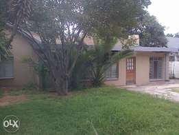 Beautifull newly renovated house with braai area and 2 lock up garage